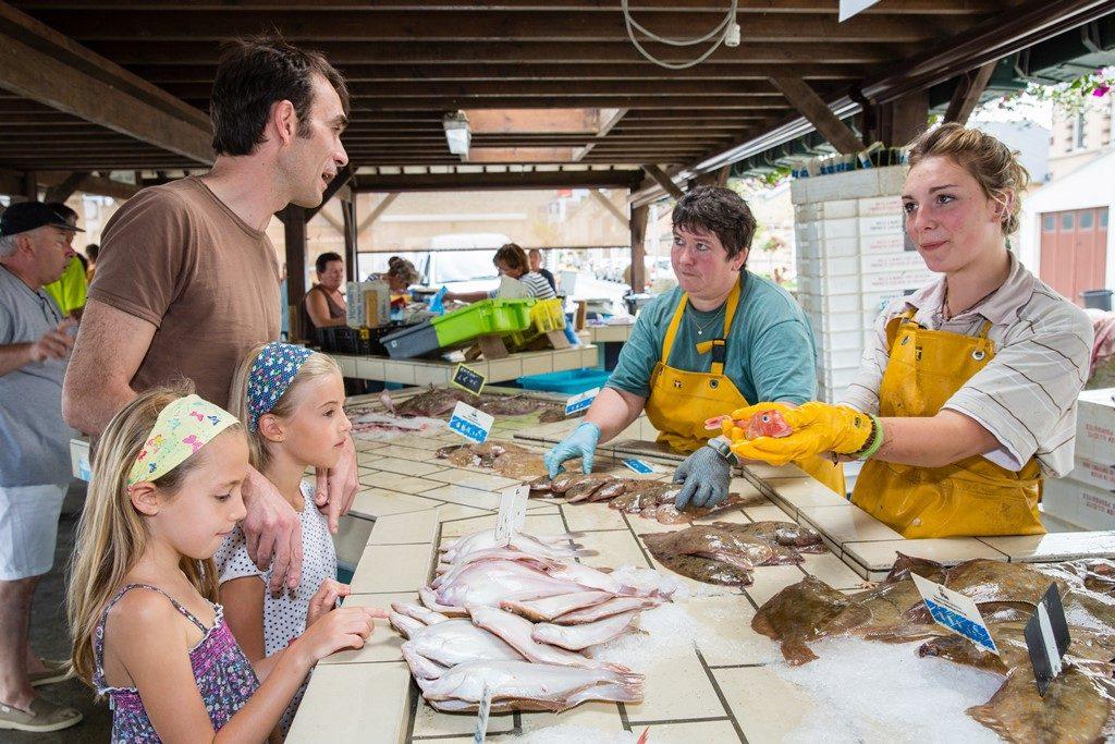 Grandcamp-Maisy marché aux poissons ©.T.Houyel