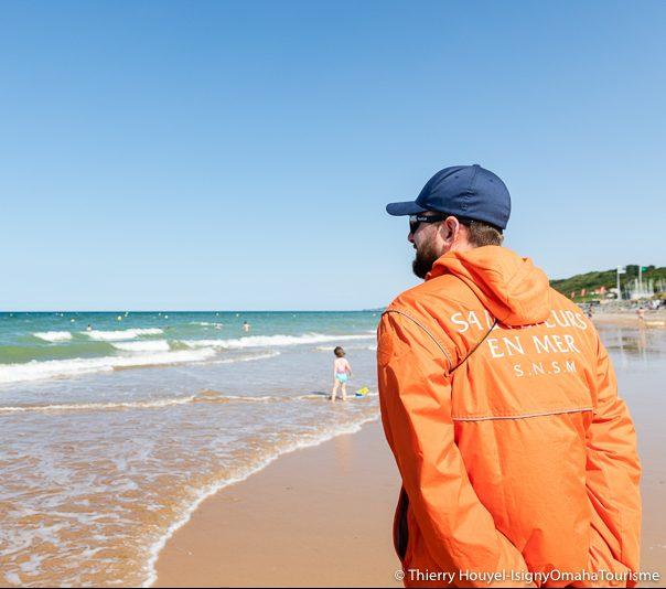 La plage d'Omaha Beach surveillée