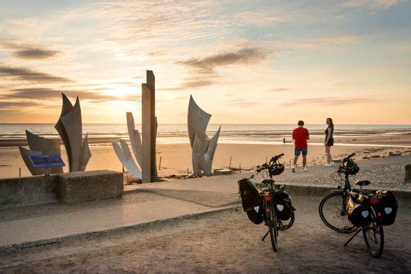 Voir la suite du zoom sur Vélomaritime, un itinéraire vélo pour découvrir les plages du Débarquement